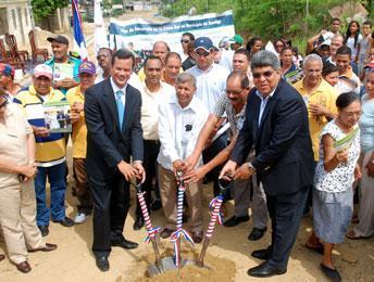 Construcción del sistema de alcantarillado sanitario de la urbanización Mari López