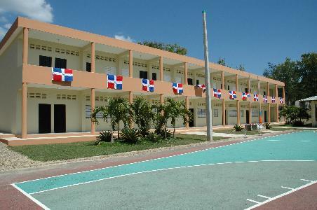 Edificio de 10 Aulas, Impermeabilización de Techos y Remozamiento Instituto Politécnico Industrial (IPISA) – Santiago