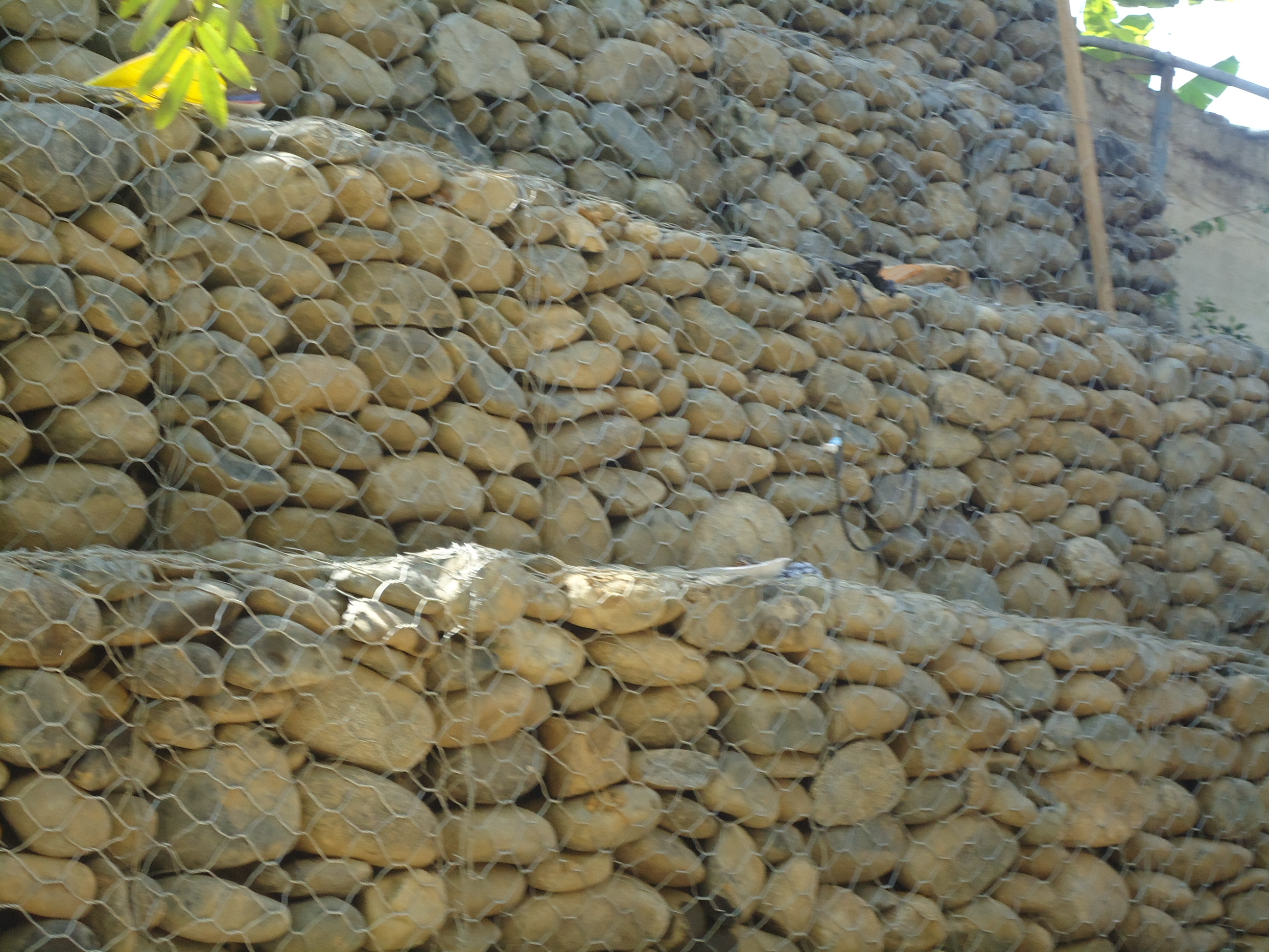 Construcción Muros de Gaviones en Cañada, Reparto El Valle, Sector los Jazmines.